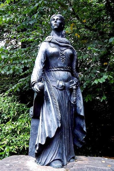 A statue of Grainne Mhaol