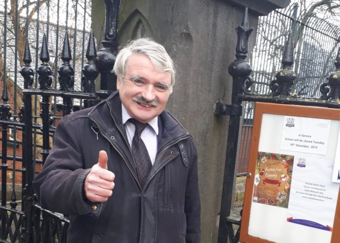 Willie O'Dea TD stands outside a polling station in February 2020 smiling at the camera with thumbs up